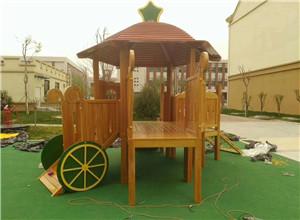 木制组合游乐设施